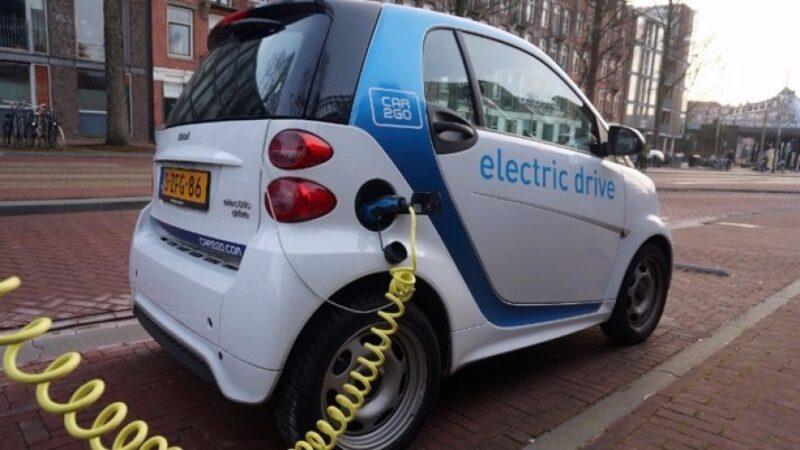 السيارات الكهربائية هى المستقبل : دول العالم تضع خطط للتخلص من السيارات التى تعمل بالبنزين