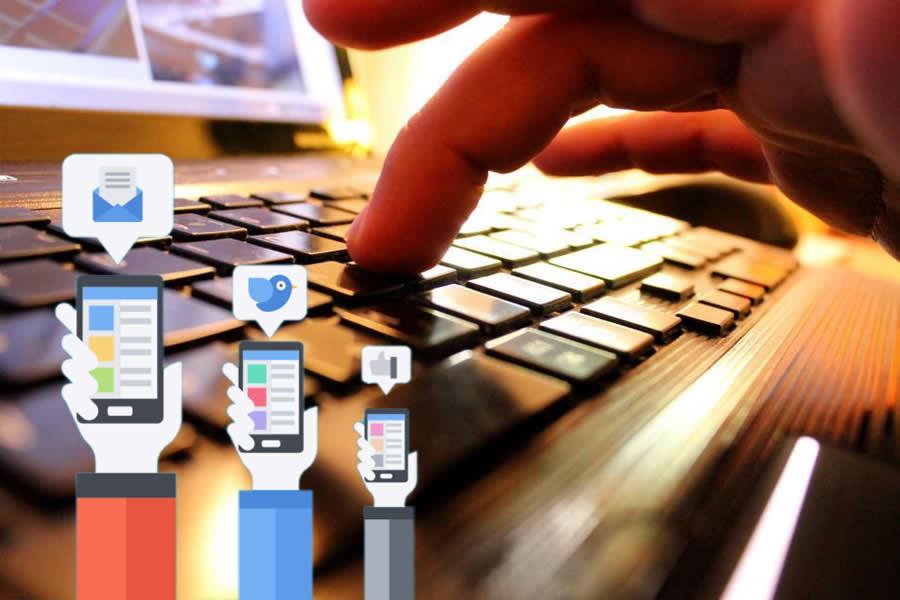 الاستفادة من مواقع التواصل الاجتماعي فى عملك