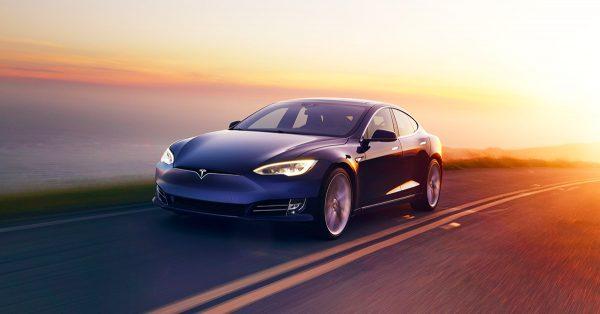 شراء السيارات الكهربائية التابعة لشركة تيسلا